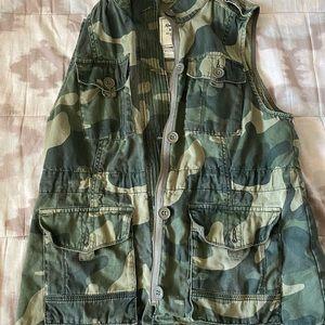 Abercrombie Camo Utility Vest